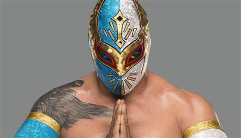 Sin Cara Possibly Suffers Injury at WWE Live Event in